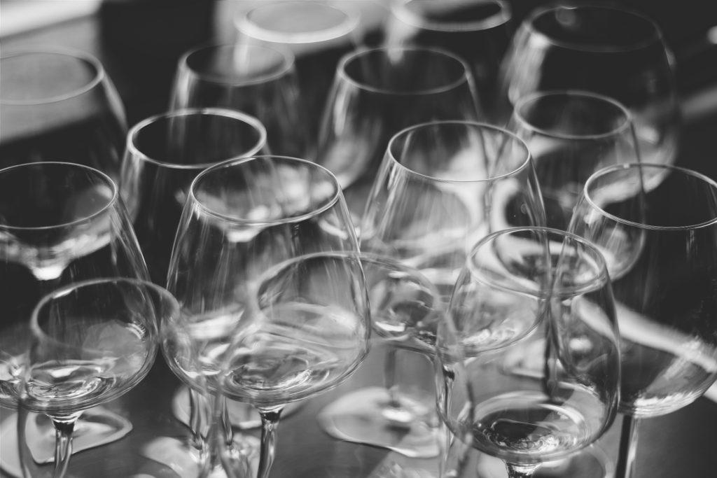 Comment emballer des verres pour les déménager à l'étranger